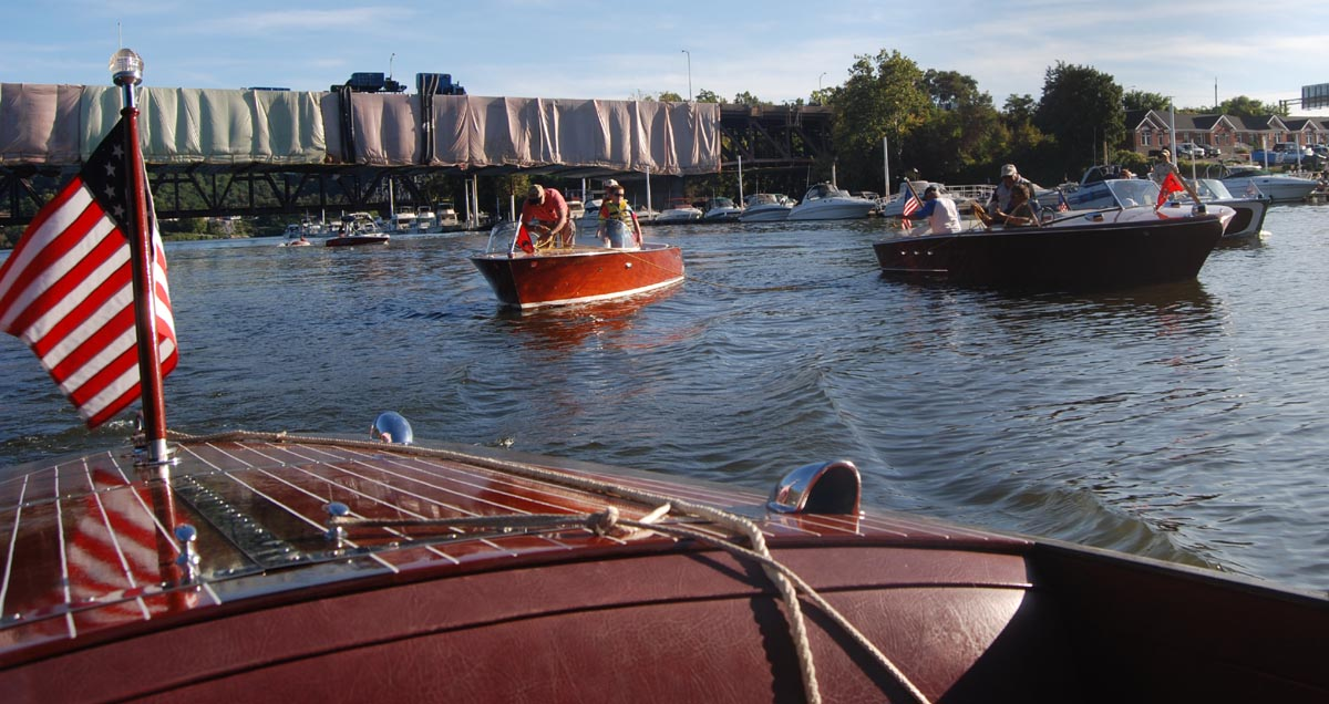 Century Classic Power Boat --- DAD